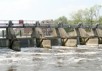Efficiency at Romney Weir boosted by nine radial gates