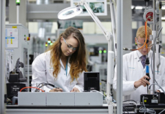 Siemens at forefront of recruiting women into manufacturing